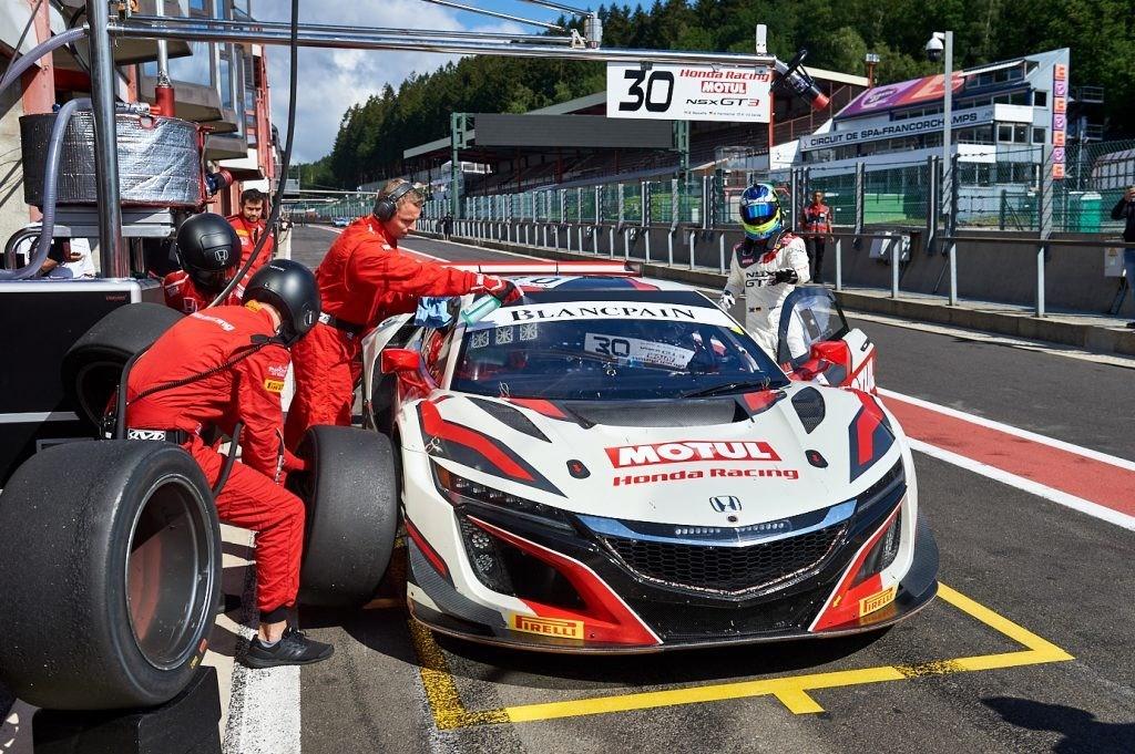Honda Nsx Nsx Gt3 Evo Go Head To Head On Track